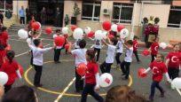 Zihnipaşa İlköğretim Okulu 2-A sınıfı 29 Ekim Cumhuriyet Bayramı gösterisi