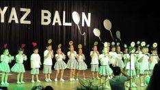 Beyaz Balon Anaokulu İngilizce Gösterisi