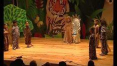 Ugur Koleji İngilizce Drama Gösterisi