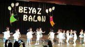 Beyaz Balon Anaokulu Dans Gösterisi