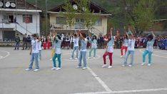 23 Nisan Dans Gösterisi